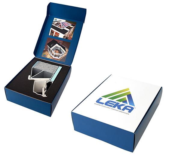 Self assemble hinged lid presentation box